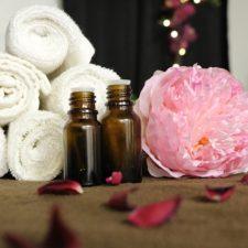 Was ist die Raindrop Massage (Raindrop Technique®) mit ätherischen Ölen? / BrandeePember on Pixabay